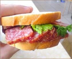 Бутерброд с колбасой: ура лишним килограммам